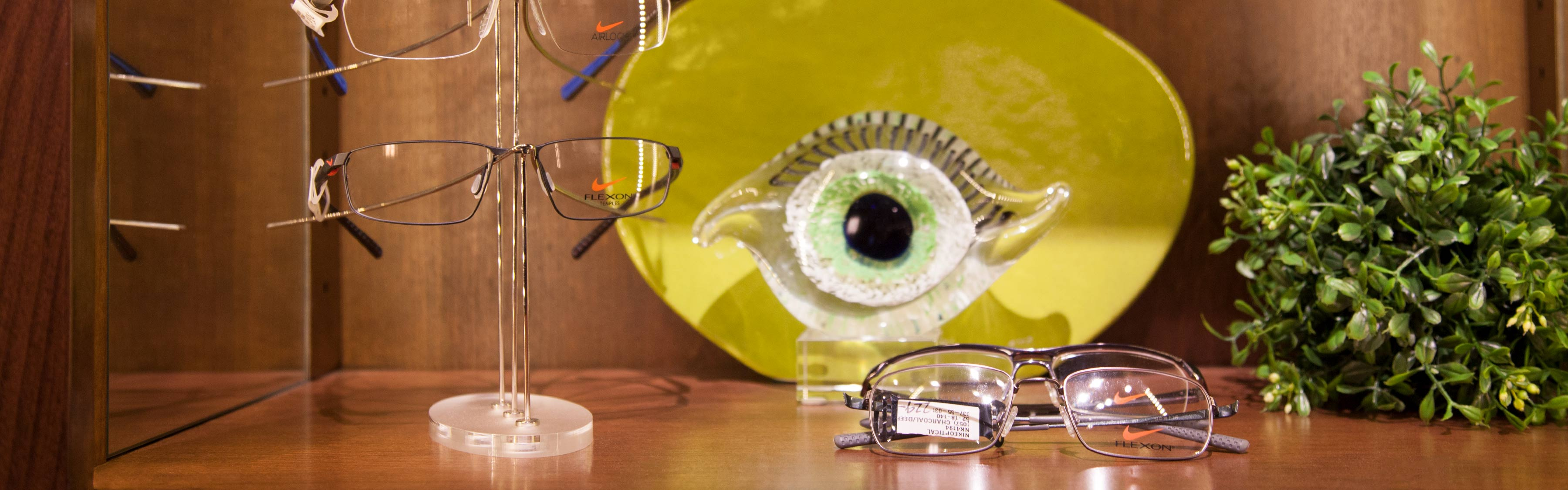 blink-vision-eyewear-glasses-on-table-01